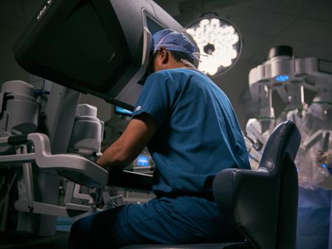 1-24-intuitive-da-vinci-surgeon