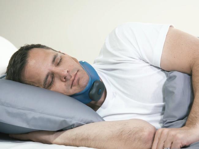 Man sleeping with Aersleep II device