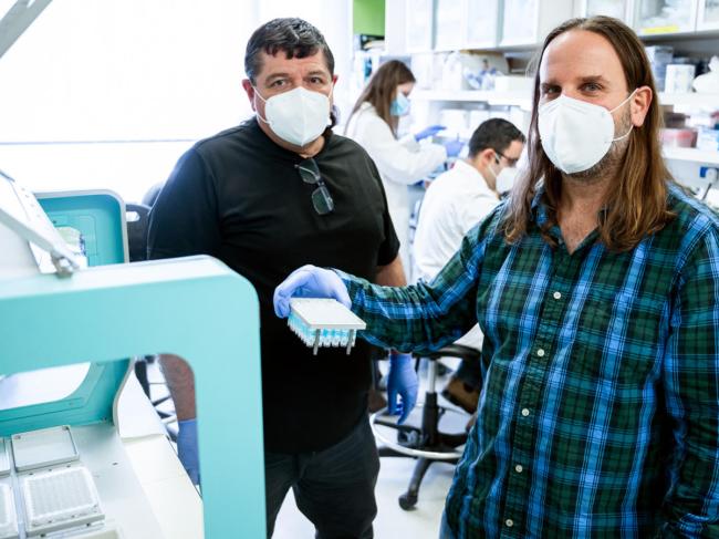 Angel Porgador and Tomer Hertz in lab