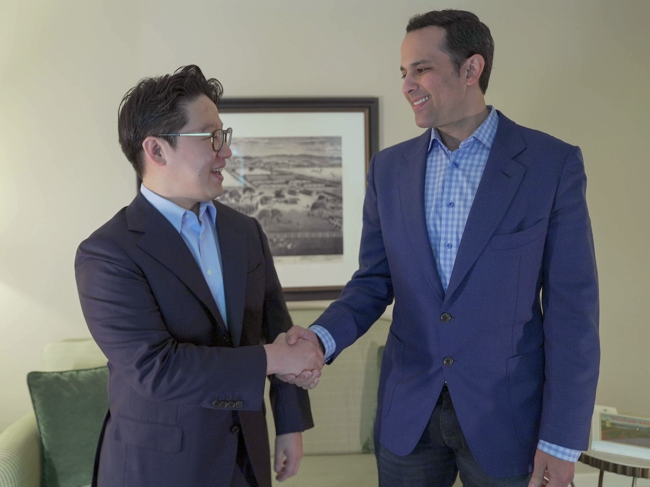 Brandon Suh and Helmy Eltoukhy shaking hands